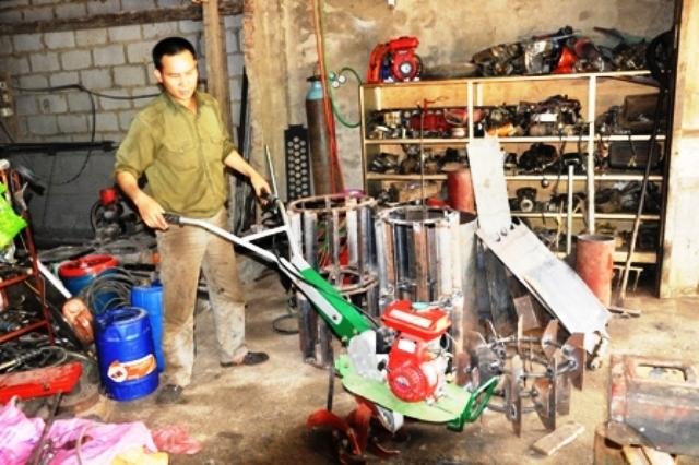 Người nông dân sáng chế chiếc máy nhiều tính năng